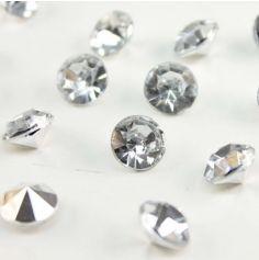Pour une décoration étincelante et délicate ce Sachet de Petits Diamants Décoratifs à parsemer sur la table sera idéal. Il donnera à votre table de fête un aspect chic et classe.