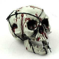 Crâne ensanglanté avec fil barbelé