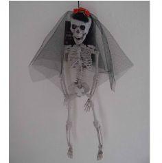 Squelette de mariée et ses fleurs