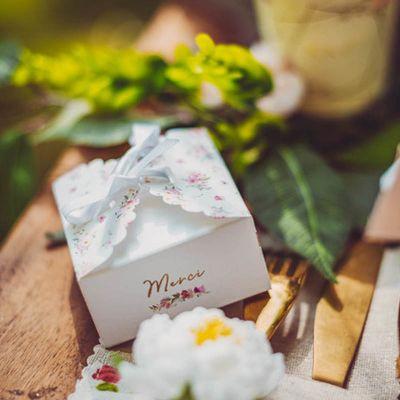 boites-merci-contenants-cadeau-invite-mariage-bapteme-aquarelle | jourdefete.com