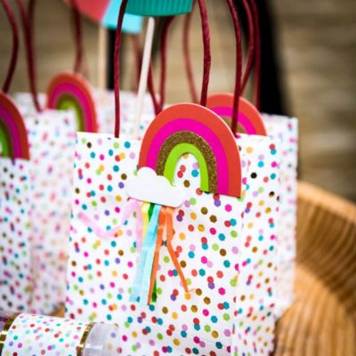 sacs-cadeaux-anniversaire-multicolores | jourdefete.com